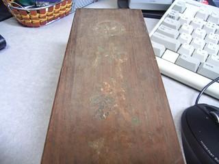 20100314_木箱の蓋表面.jpg