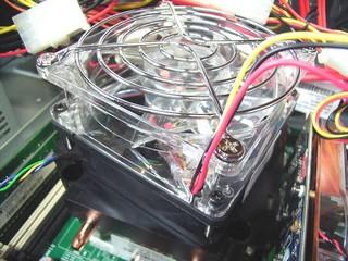 20100725_CPUファンにファンガードをセット.jpg