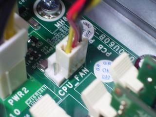 20100727_CPUファンの3pinコネクタを接続.jpg
